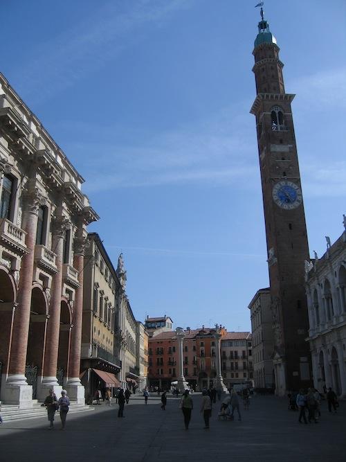 piazza_0411_1.JPG